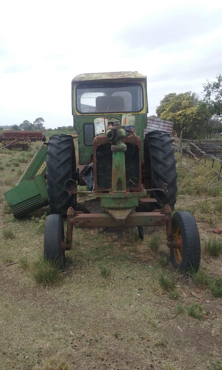 Tractor JD730 a reparar