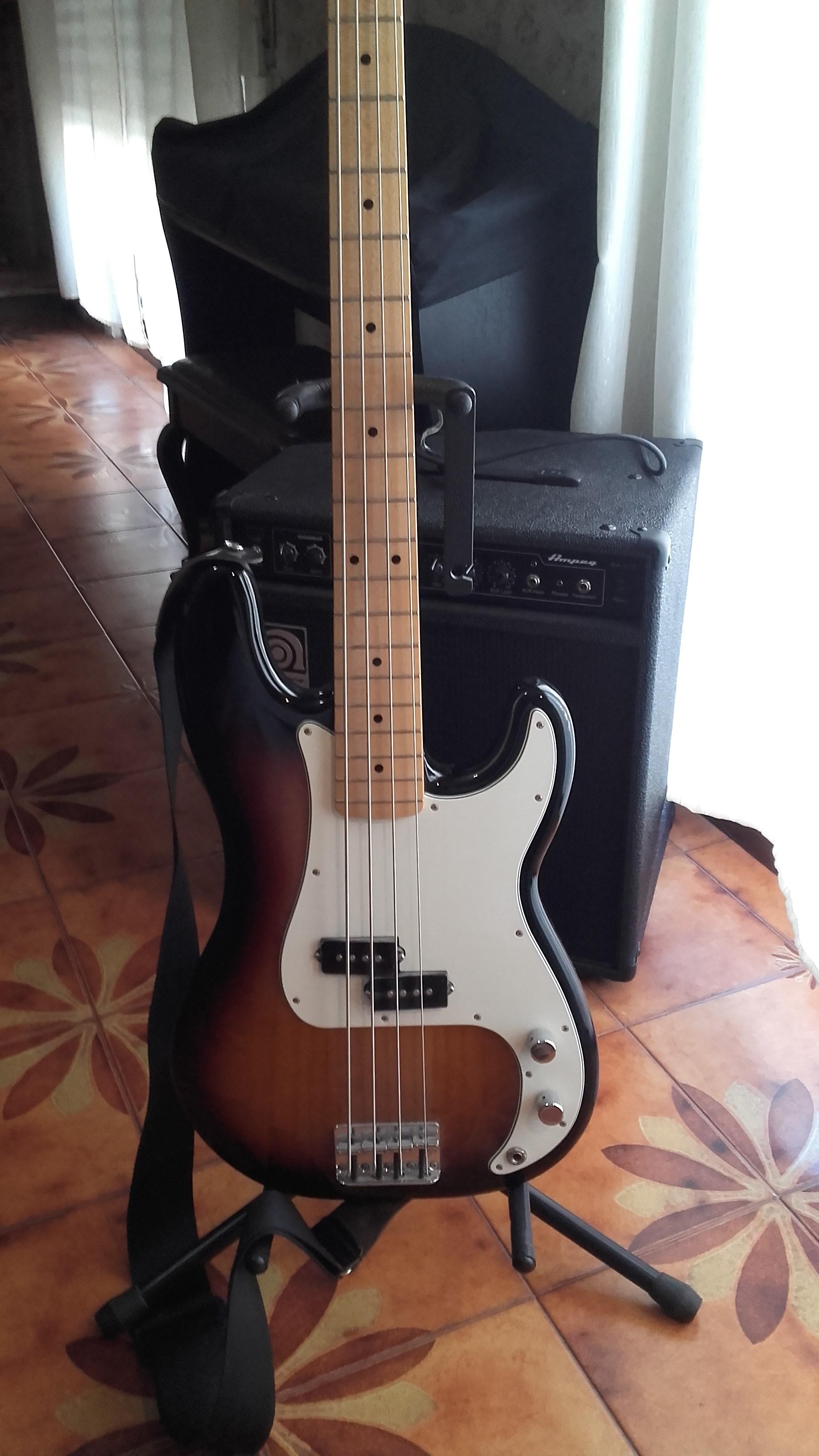 Bajo Fender Precision