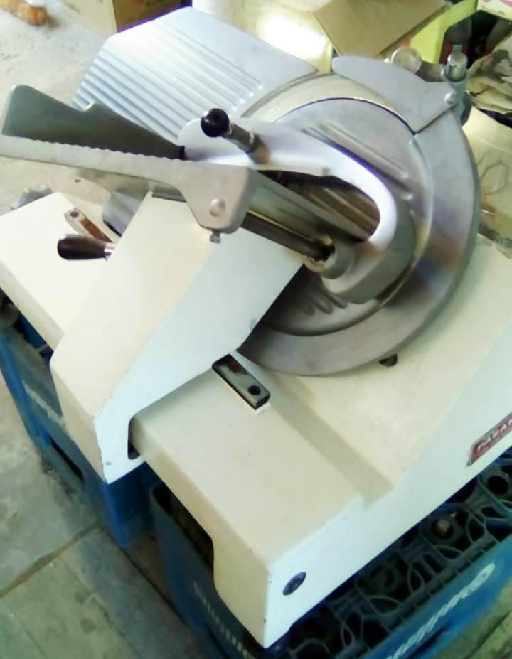 Maquina de cortar fiambre