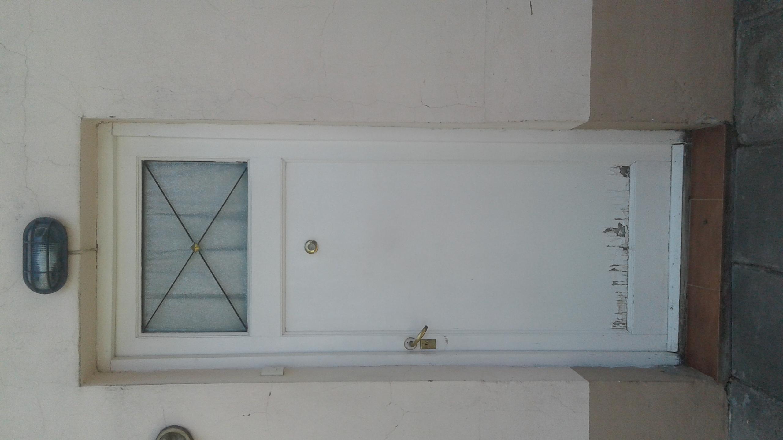 Vendo puerta frente, madera