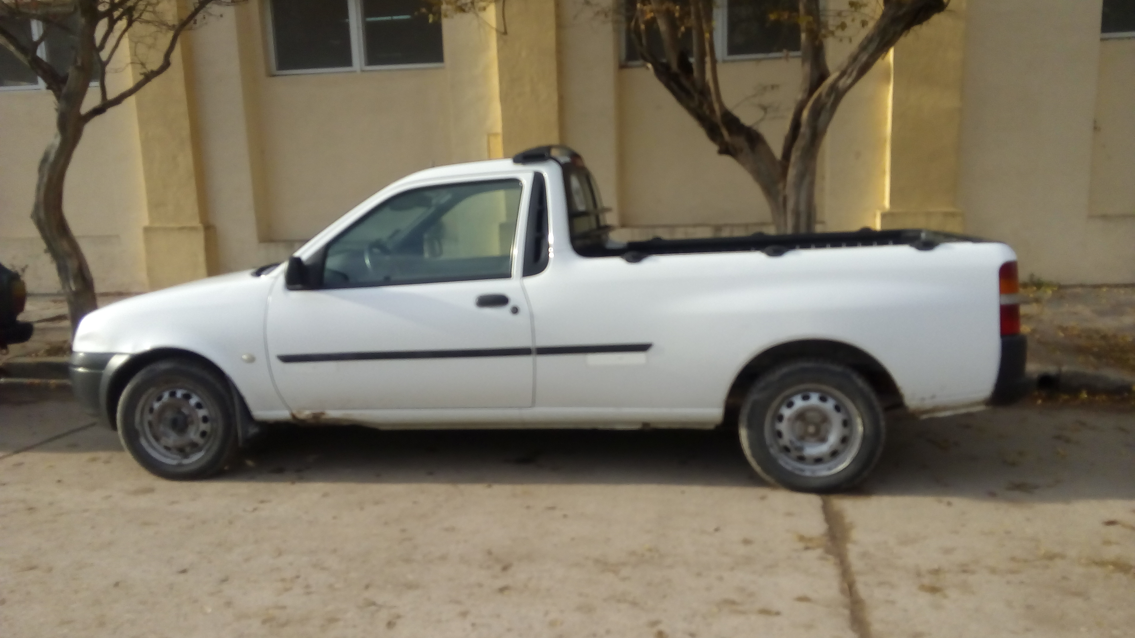 Vendo Ford Courier 2006