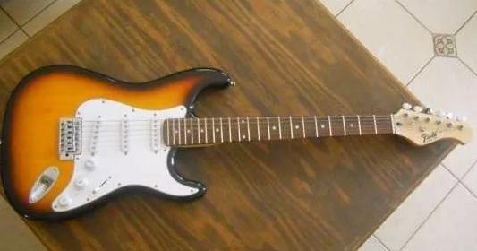 Guitarra FIELD Stratocaster